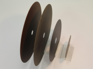 Rubber bonded cutting wheels